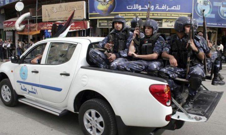 إلقاء القبض على متهم صادر بحقه 25 أمر حبس في نابلس