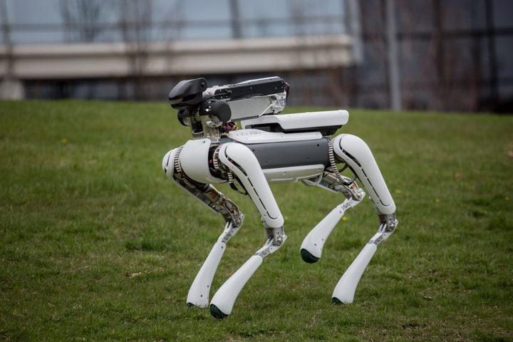 """""""بوسطن ديناميكس"""" تصدر جديدها الروبوت المنزلي SpotMini"""