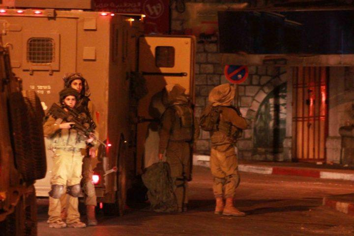 الاحتلال يغلق طرقا ترابية جنوب محافظة الخليل