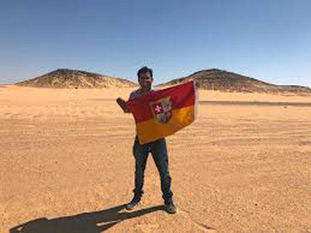 هندي يقيم مملكة على أرض عربية!