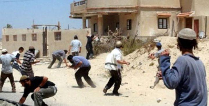 """إصابة طفلين بهجوم للمستوطنين في الخليل """"فيديو"""""""