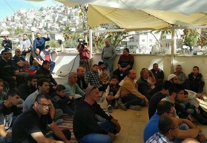 صلاة الجمعة في خيمة الاعتصام بسلوان رفضاً لقرارات الهدم