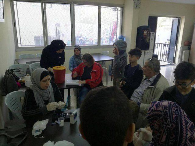 التجمع الشعبي ينفذ يوماً طبياً لطلاب المدرسة الأمريكية في نابلس