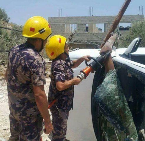 إصابتان بحادث اصطدام مركبة بعامود كهرباء