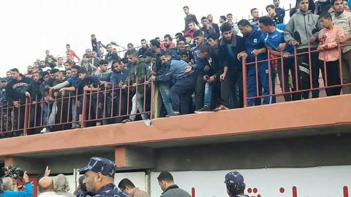 تسع إصابات نتيجة انهيار سياج ملعب فلسطين