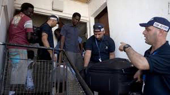 اسرائيل تقرر إغلاق مركزا لاحتجاز المهاجرين وترحيل 40 الف افريقي