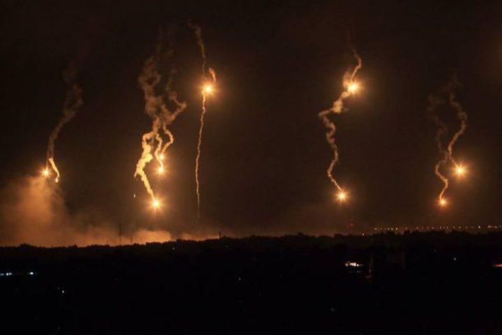 الاحتلال يلقي قنابل ضوئية شرق محافظتي رفح والوسطى بغزة