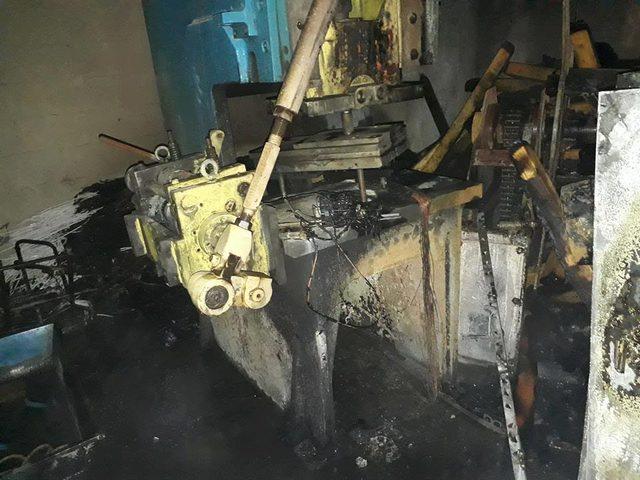 بالصور: اندلاع حريق بمصنع جنوب نابلس