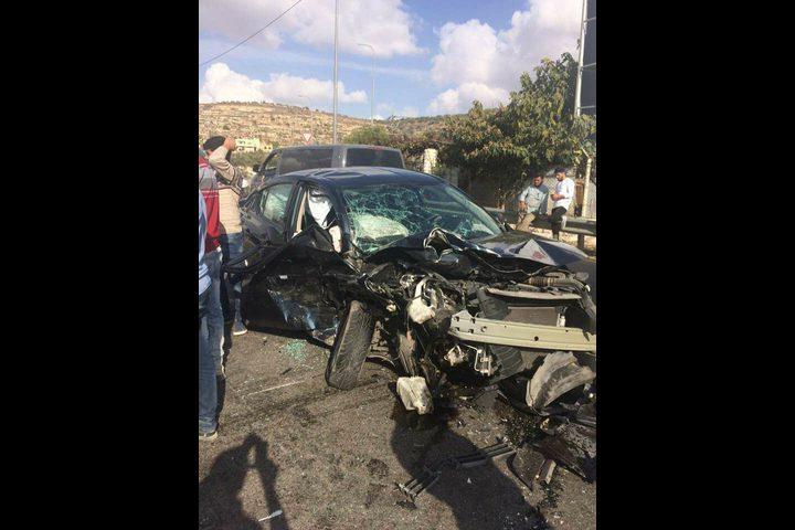 بالصور: إصابة ثلاثة مواطنين بحادث تصادم مروع