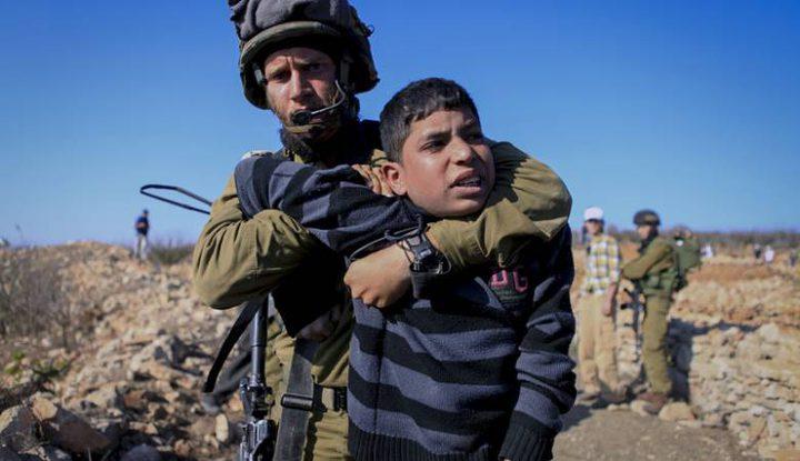300 طفل يقبعون في سجون الاحتلال