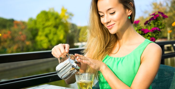 الإكثار من شرب الشاي الأخضر.. يسبب هذه المشاكل!
