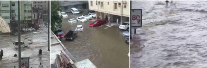 بالفيديو: الأمطار الغزيرة تغرق جدة