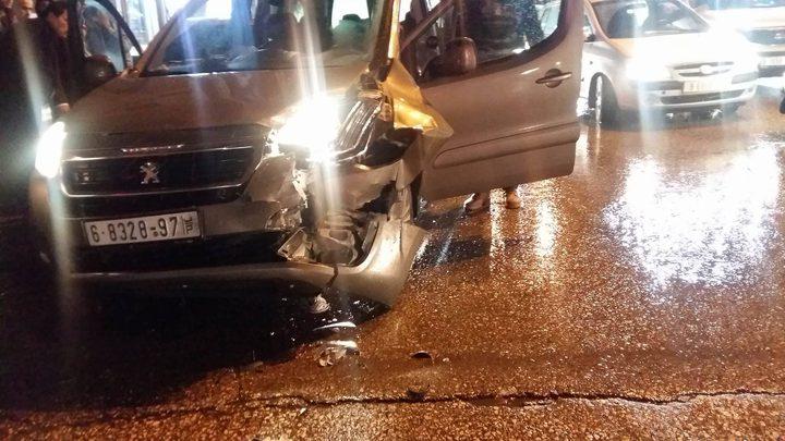 إصابة مواطنين بحادث سير في الخليل