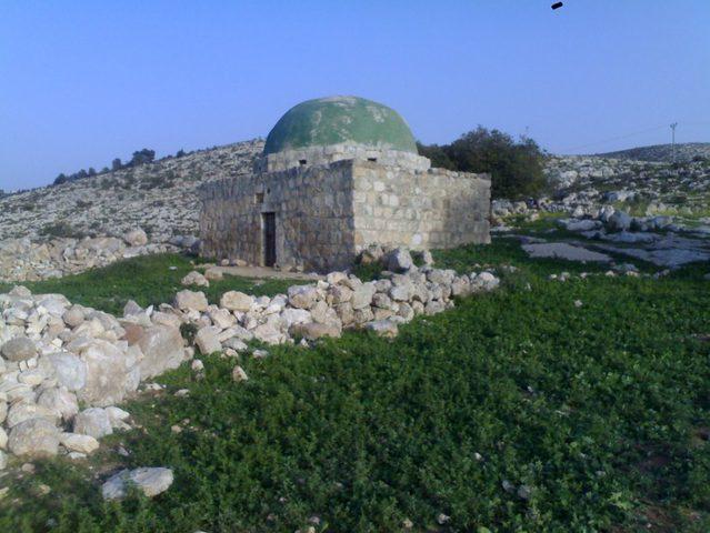تجريف مقام الشيخ يوسف الأثري شرق قطاع غزة
