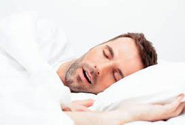 هل يمكن أن يستيقظ الانسان على صوت شخيره؟