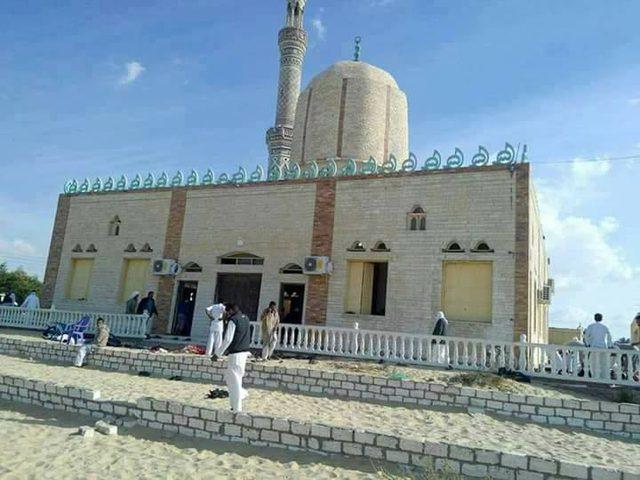 الجيش المصري يعلن القضاء على تكفيريين اثنين وتدمير معدات للعناصر الإرهابية وسط سيناء