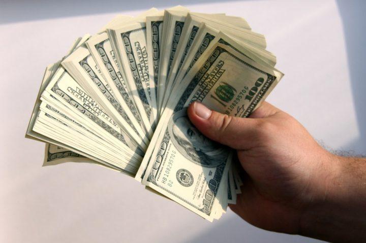 تراجع الدولار إلى أدنى مستوياته منذ أواخر سبتمبر