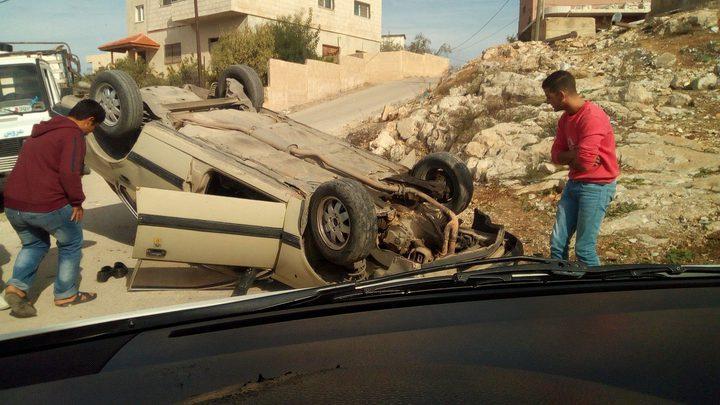 بالصور: إصابة مواطنين بحادث انقلاب مركبة في نابلس