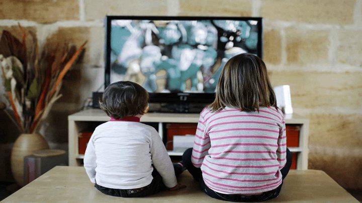 دراسة: السمنة وعدد ساعات مشاهدة طفلك للتلفاز