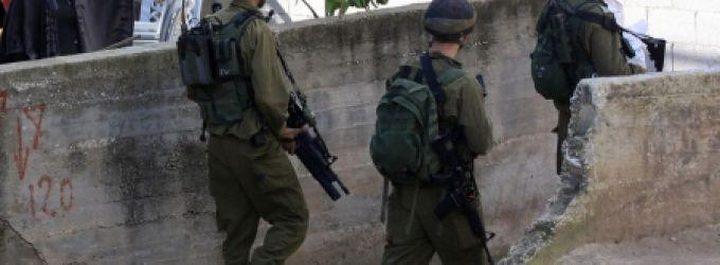 الاحتلال يقتحم شعفاط ويوزع إخطارات هدم