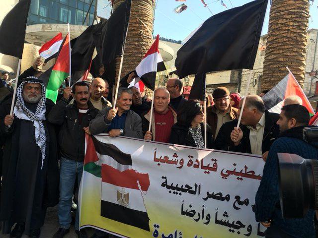 فصائل نابلس تنظم وقفة تضامنية مع مصر(صور)