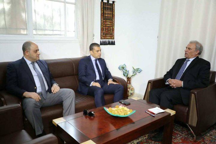 أبو عمرو يطلع الوفد الأمني المصري على تطورات المصالحة