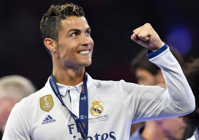 الكشف عن تمثال برونزي جديد لنجم ريال مدريد كريستيانو رونالدو