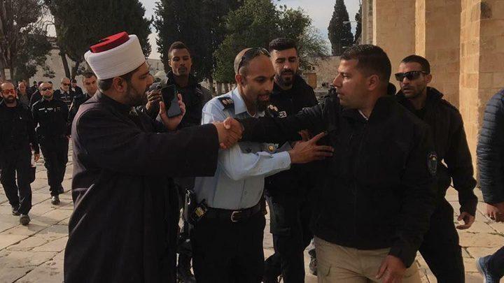 """الاحتلال يعتقل 7 مقدسيين بينهم حارس في """"الأقصى"""""""