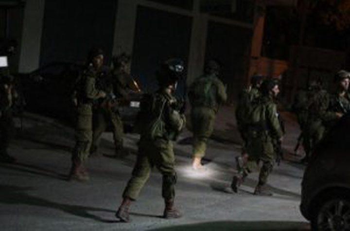 قوات الاحتلال تشن حملة اعتقالات بالضفة تطال 23 مواطناً