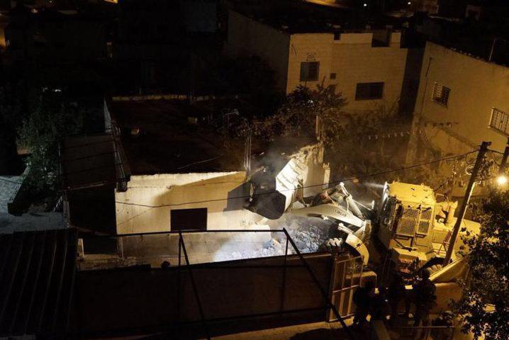 هدم منزل أسير في قباطية واصابة العشرات بالاختناق(فيديو)