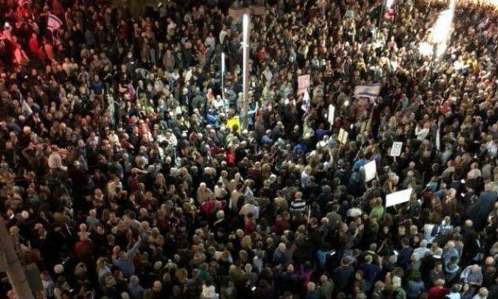 آلاف الإسرائيليين يتظاهرون ضد فضائح الفساد المالي