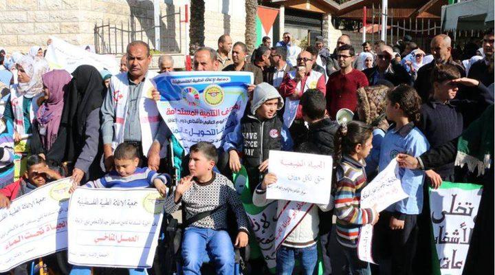 مئات الأشخاص من ذوي الإعاقة يعتصمون بغزة دعماً للمصالحة