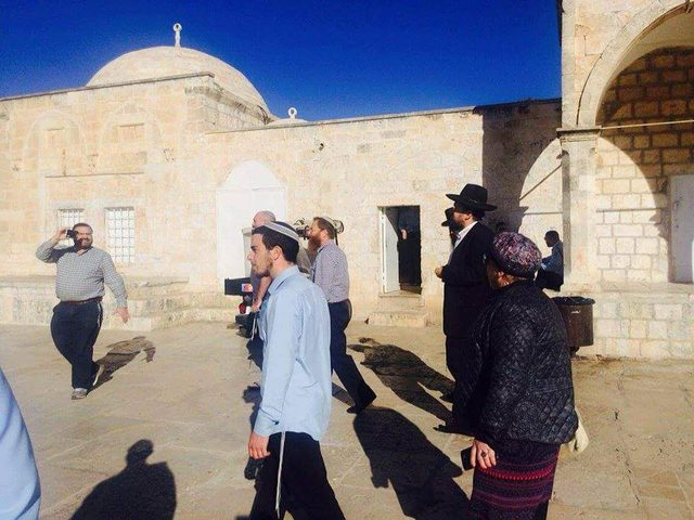الاحتلال يسمح للمستوطنين باقتحام سطح قبة الصخرة (صور،فيديو)