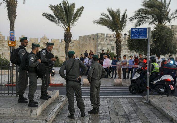 """الاحتلال يغلق """"باب العامود"""""""