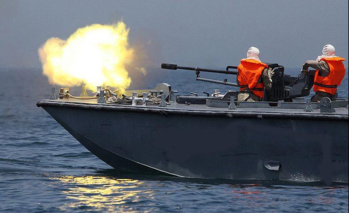 زوارق الإحتلال تُطلق نيران رشاشاتها تجاه قوارب الصيادين جنوب القطاع