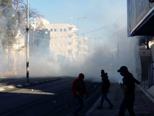 إصابة عشرات المواطنين بينهم مصور صحفي شمال بيت لحم (صور-فيديو)