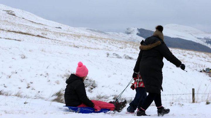 الثلوج تشل بريطانيا جزئيا