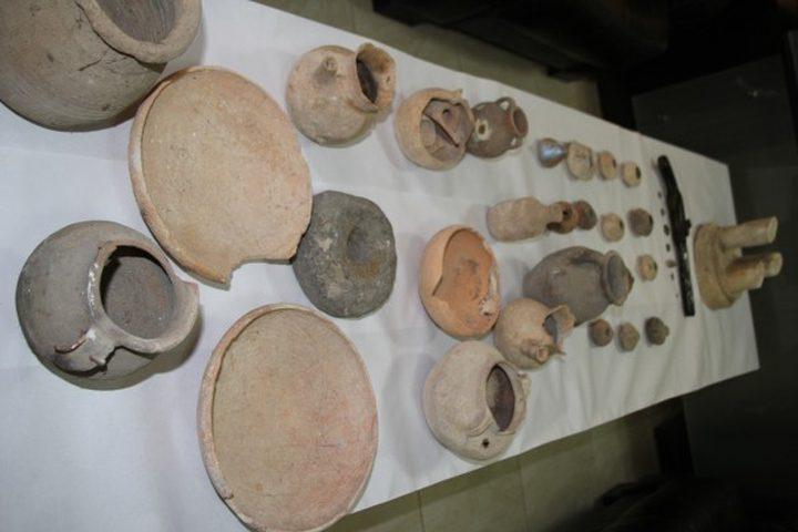 ضبط 51 قطعة معدنية أثرية بحوزة مواطن في جنين