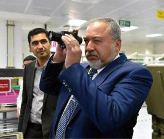 ليبرمان: أصدرت التعليمات للجيش للاعداد لمواجهة التصعيد مع غزة