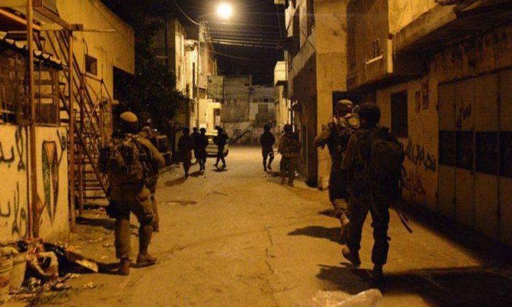 حملة مداهمات واعتقالات تشمل المطابع في الضفة (صور)