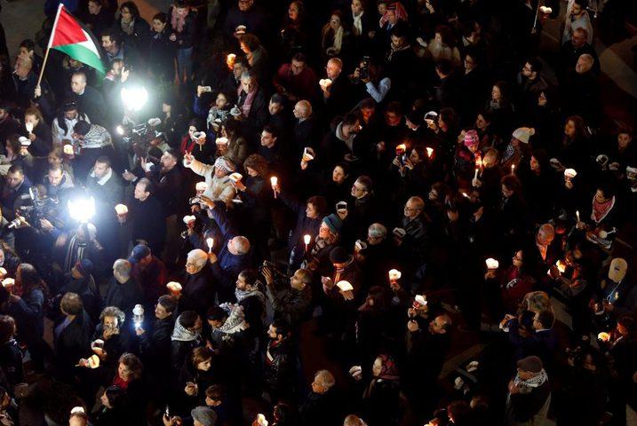 مسيرة شموع صامتة وقرع أجراس كنائس الأردن رفضاً لقرار ترامب