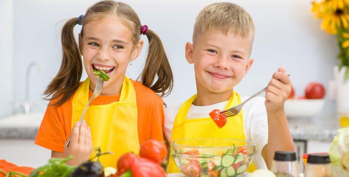 دراسة .. الأطفال الذين يتناولون أطعمة صحية يكونوا أكثر سعادة