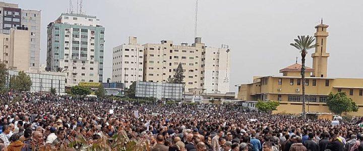 جماهير غزة تخرج في مسيرة مليونية تنديداً بقرار ترامب