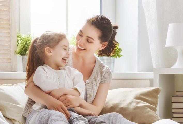 نصائح للتعامل مع تعلق الطفل الزائد بالأم