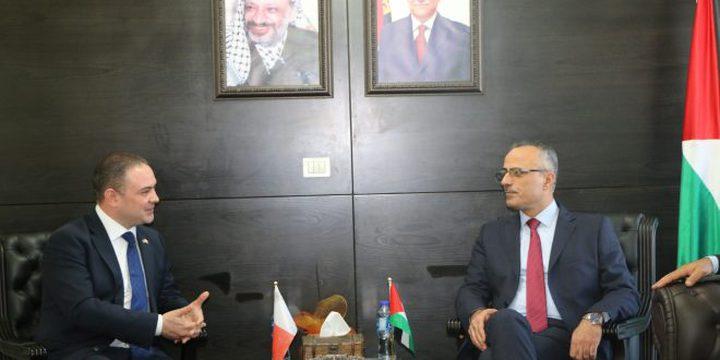 أبو دياك يبحث مع نظيره المالطي تعزيز العلاقات الثنائية