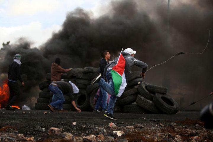 إصابة 6 شبان برصاص الاحتلال وآخرين بالاختناق بالغاز