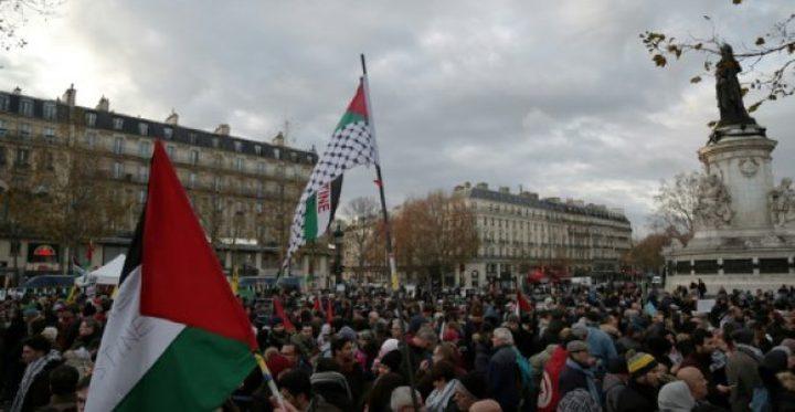 """يدًا بيد لأجل القدس"""".. مظاهرات بفرنسا ضد قرار ترامب"""