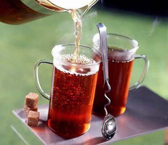 كوب شاي ساخن يومياً يحمي العين من الغلوكوما