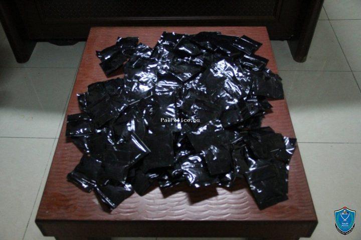 الشرطة تقبض على شخصين بحوزتهما أكثر من نصف كغم مواد مخدرة بنابلس