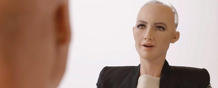 بعد منحها الجنسية..  الروبوت صوفيا تطالب الرياض بحقوق المرأة